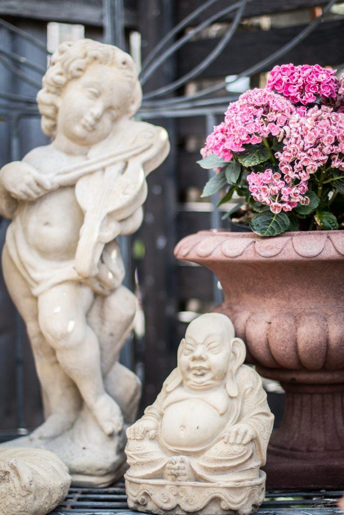 trädgårdsdekorationer buddah rosa blommor ängel