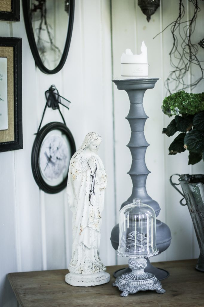 inredning glaskupa dekorationsfigur