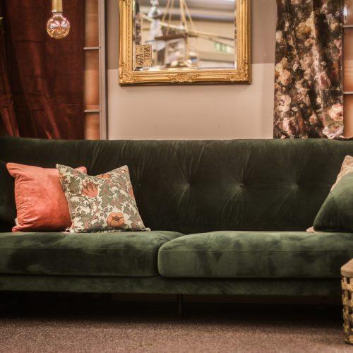 grön sammets soffa